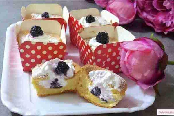 Chiffon cupcakes ripieni di panna