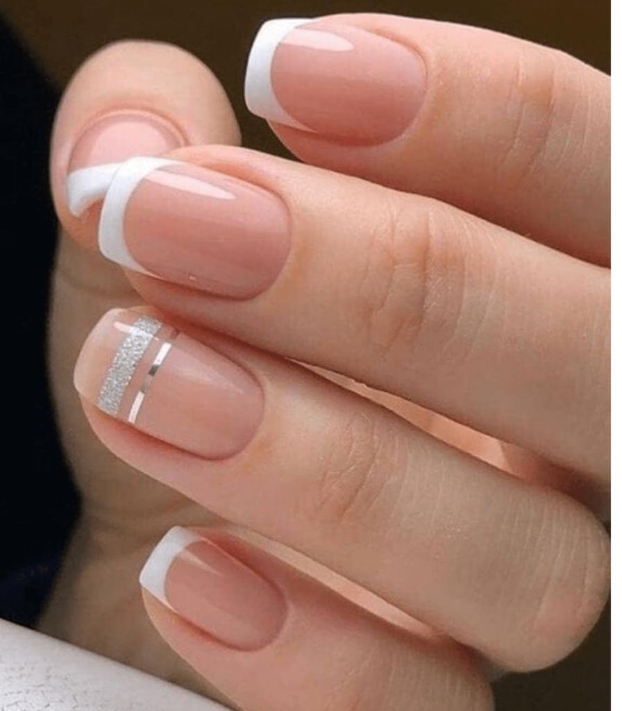 La French manicure sta tornando di moda