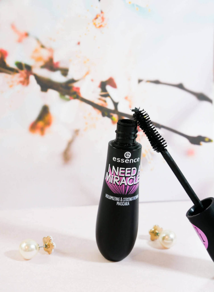 I need a miracle mascara occhi volumizzante e rinforzante Essence