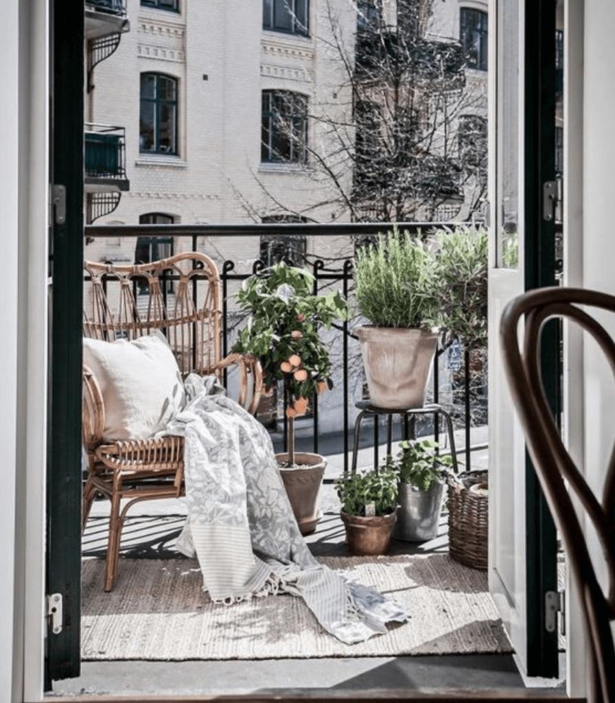 Tante idee per arredare il balcone