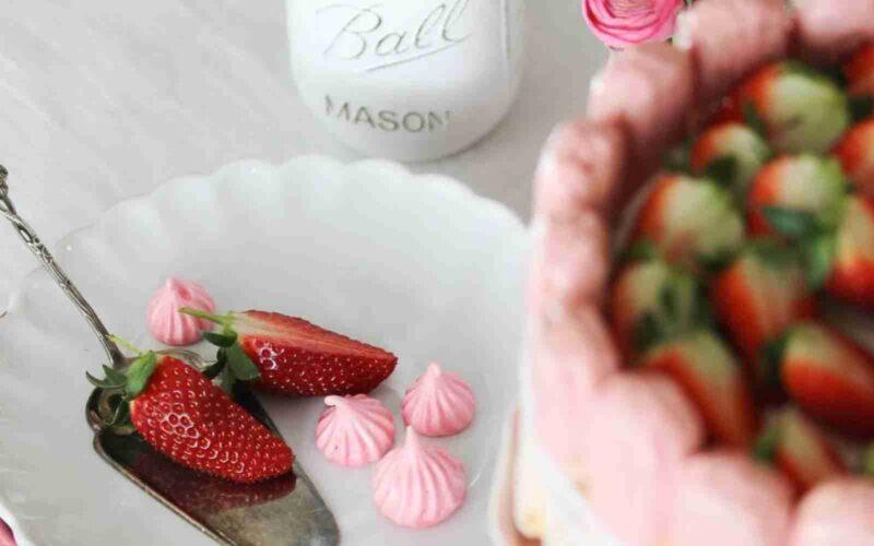 Torta Charlotte alle fragole con crema al mascarpone